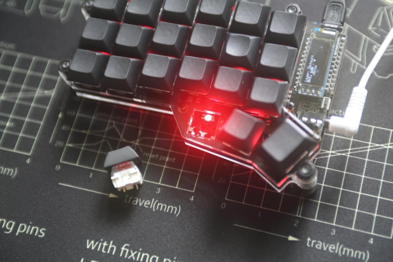 使用 RGB 顯示虛擬鍵盤層